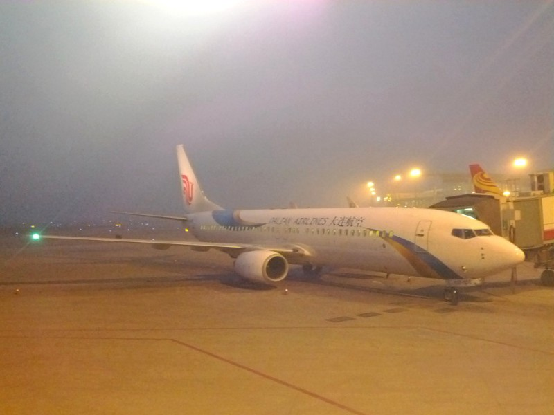 Taiyuan Wusu airport in thick smog.  March 9, 2012